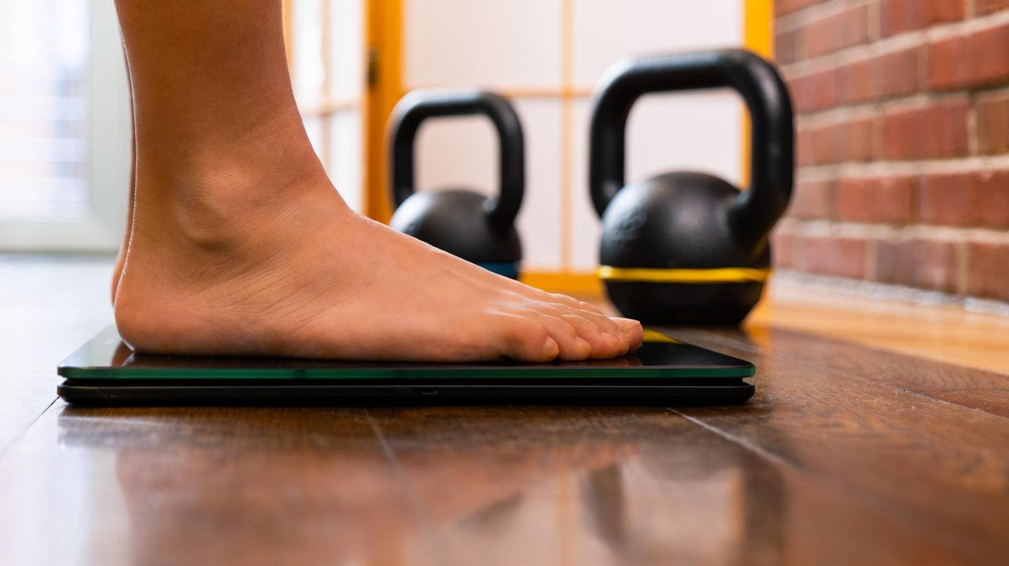 Important: Enter the scales barefoot, which must be on a level and firm surface.