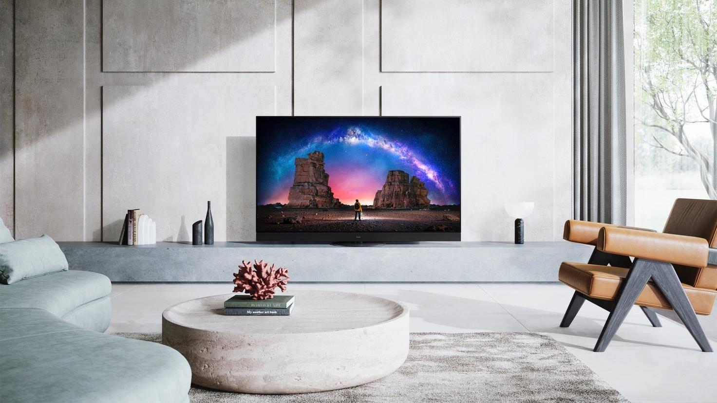 052-FY2020_Panasonic-TV-JZW2004-CES_living-room