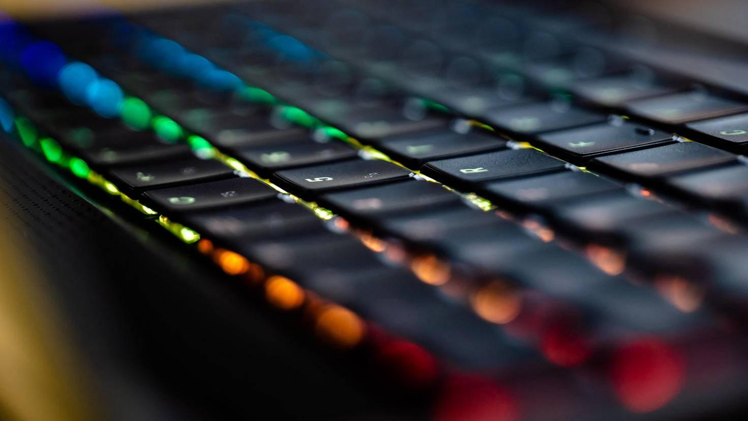 XMG Neo 15 opto-mechanical keyboard