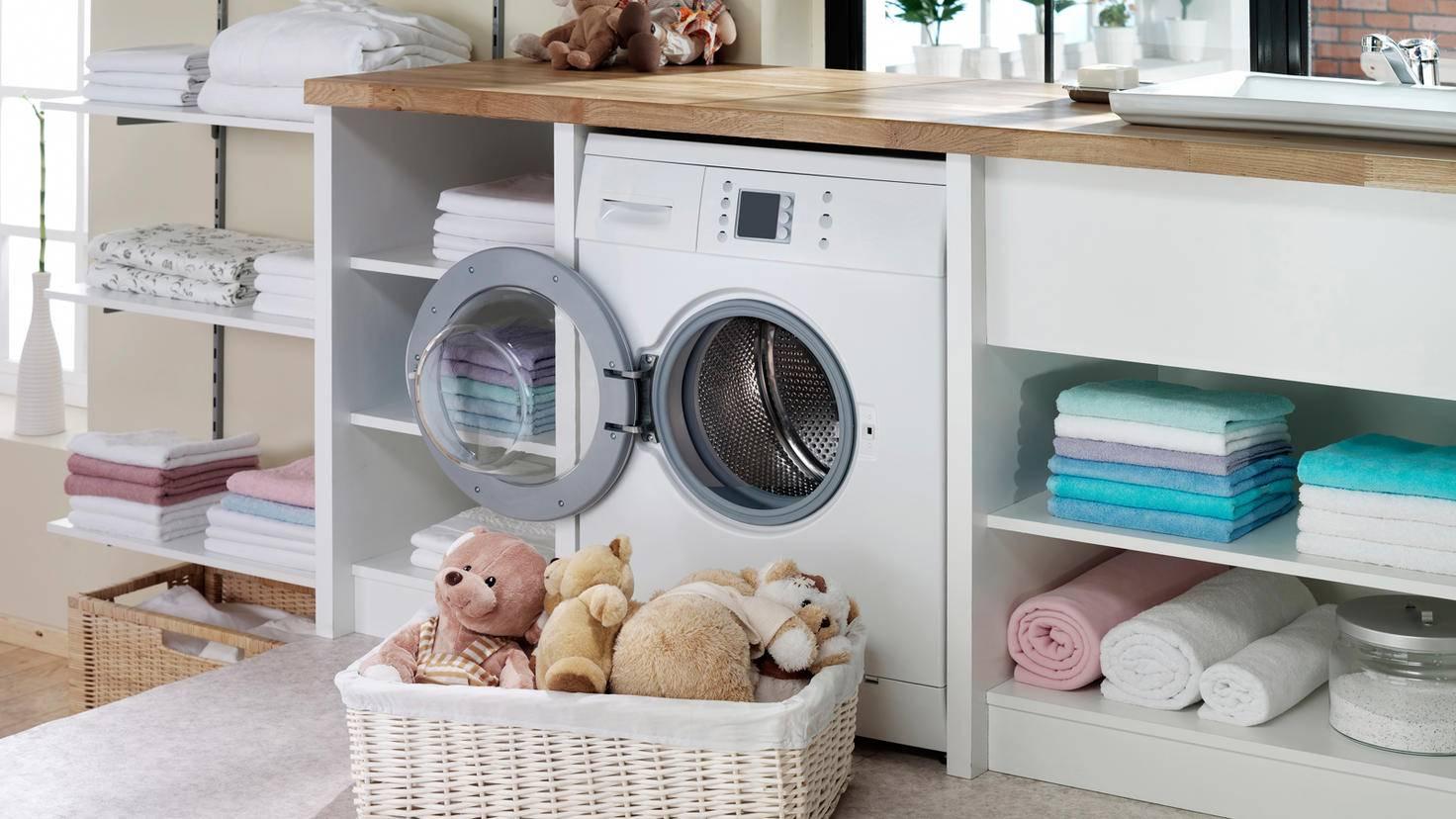 Washing-machine-door-open-cleaning-gerenme-GettyImages-471727557