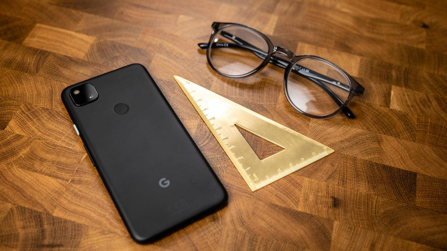Google-pixel-4a-03